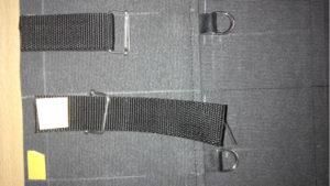 Закрепить двухсторонним скотчем ременную стропу перед сшиванием деталей