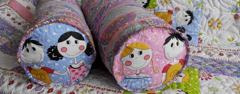 Лоскутное покрывало «Асисяйки» с подушками-валиками