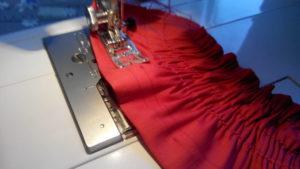 Вшивание на машинки нитку резинку