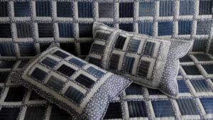 Лоскутное покрывало с подушками из джинсов